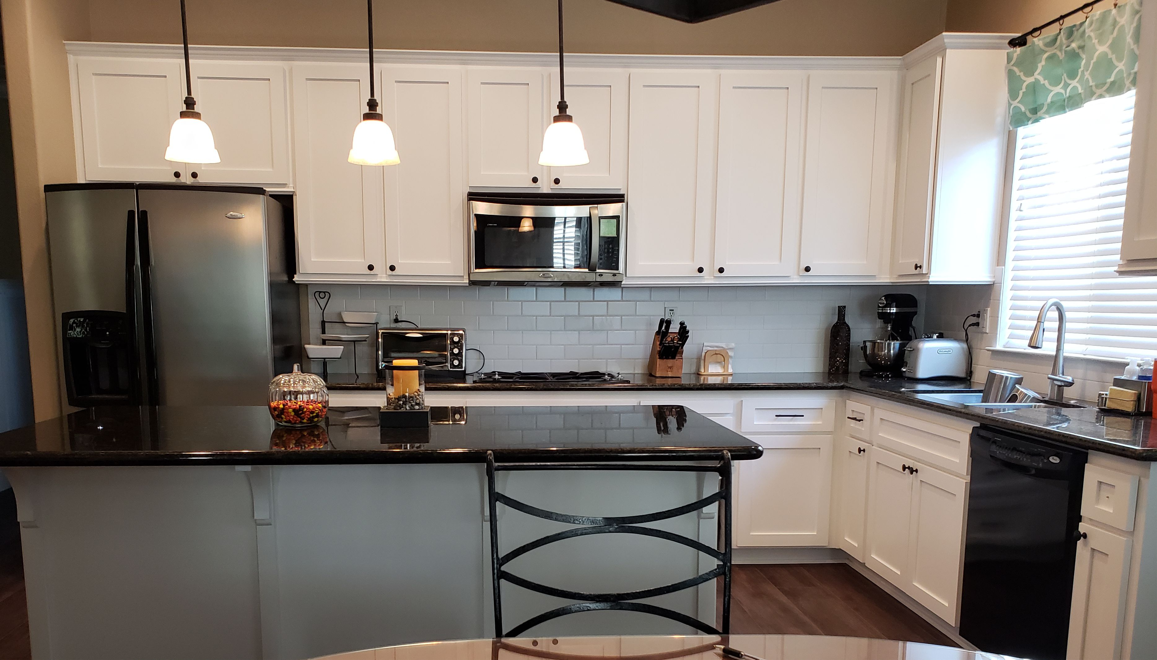 CUSTOM KITCHEN CABINET WHITE